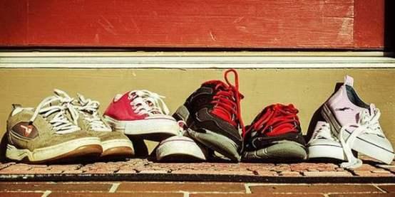 togliersi_scarpe_casa